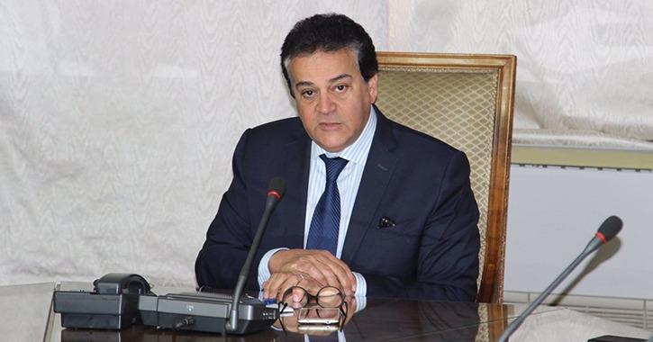 وزير التعليم العالي يستعرض تقريرا حول الأنشطة الطلابية التي تنظمها الوزارة