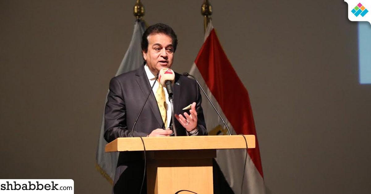 مساعد وزير التعليم العالي للتطوير الاستراتيجي يزور هندسة «حلوان والإسكندرية»