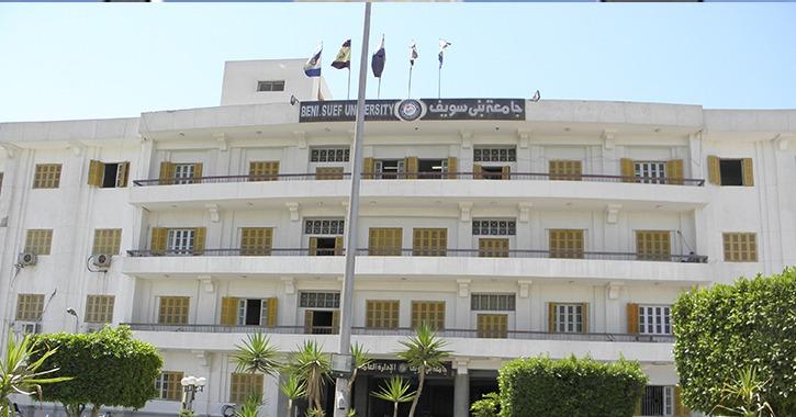 جامعة بني سويف تكرم رؤساء تحرير صحف ومحكمين لمشروعات التخرج بكلية الإعلام