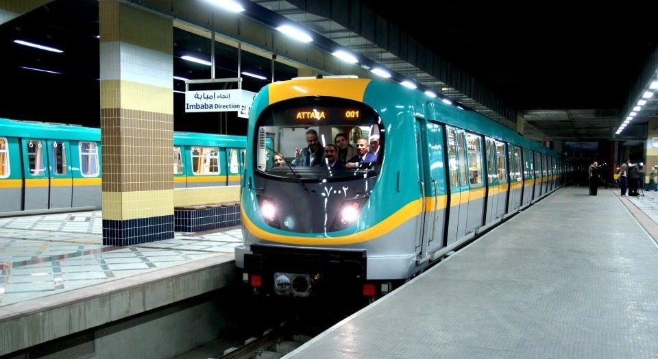 انتحار طالب بكلية التجارة تحت عجلات مترو الأنفاق