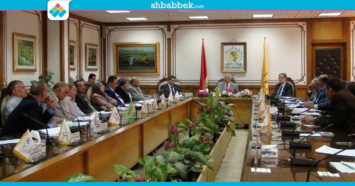 جامعة المنيا: توزيع دليل مجاني عن المعالم الأثرية بالمحافظة على الطلاب