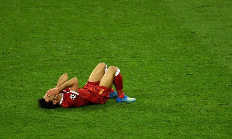 إصابة محمد صلاح.. هل يلعب أمام برشلونة غدا؟
