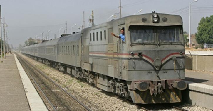 قطار يصطدم بتروسيكل يحمل اسطوانات غاز في المنوفية