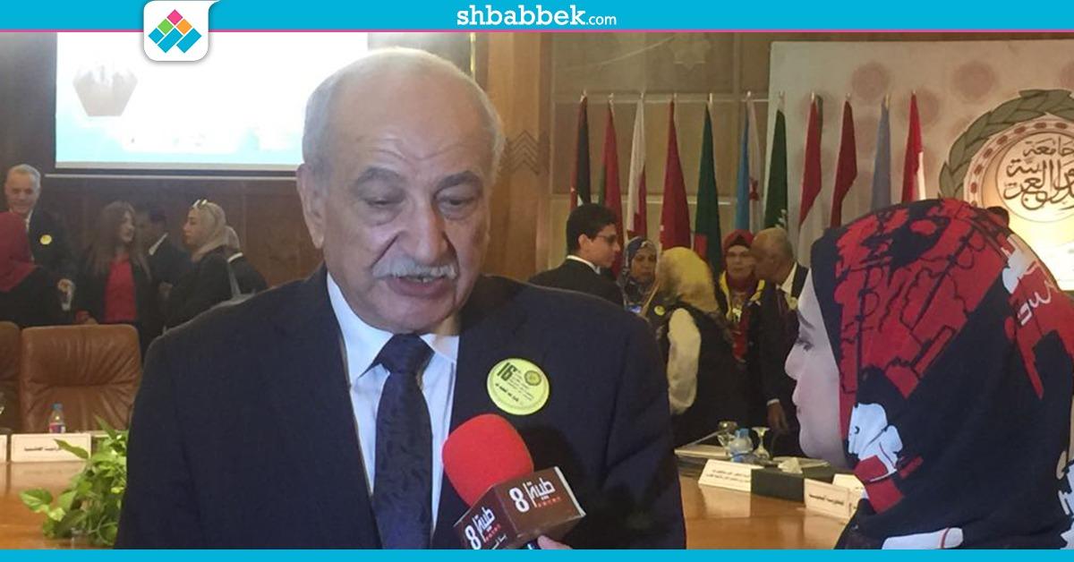 النادي الملكي الدبلوماسي للأمم المتحدة يكرم مستشار وزير التعليم العالي للأنشطة الطلابية