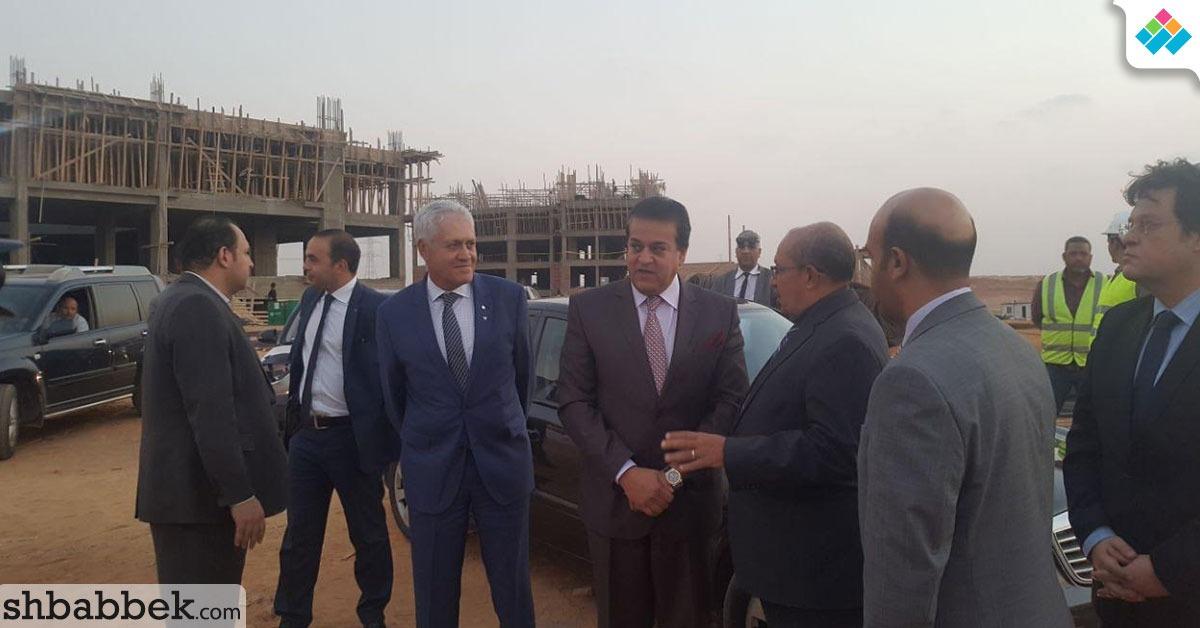 وزير التعليم العالي يضع حجر الأساس لجامعة مصر الدولية بالعاصمة الإدارية الجديدة
