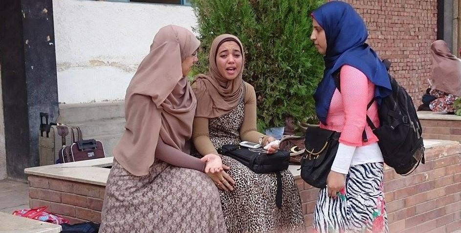 طالبة ثانوي بمركز فاقوس في الشرقية تتهم زميلتيها بحرقها بسبب تفوقها