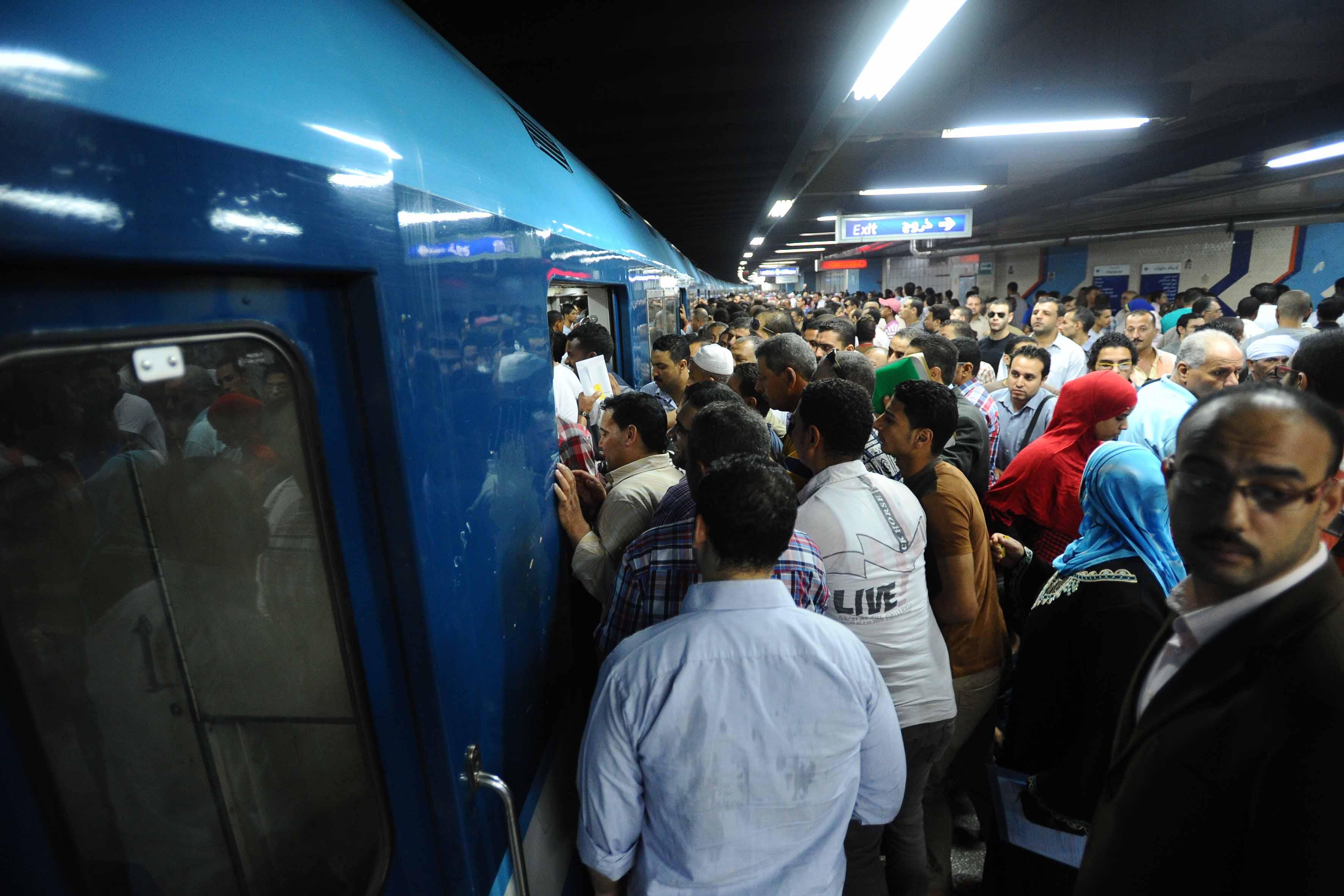 أسعار تذاكر المترو تستفز الركاب: هتافات وإضراب ومحاولة انتحار (فيديو)