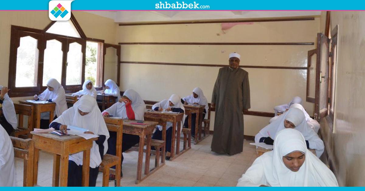 امتحان القرآن والحديث للثانوية الأزهرية: غش ورقي وبالهاتف ومحاضر