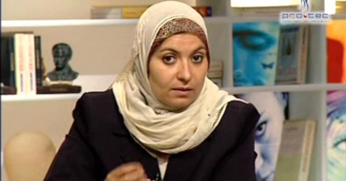 جامعة القاهرة تمنع هبة قطب من إلقاء محاضرة بكلية دار العلوم
