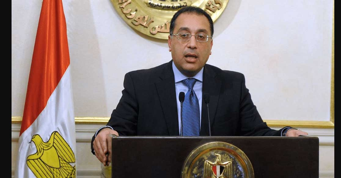 رئيس وزراء مصر يتسوق يوم وقفة عيد الفطر بأحد المولات بدون حراسة (صور)