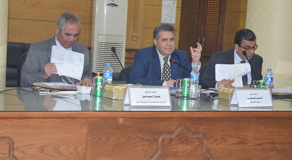 رئيس جامعة بنها: توفير 4 وظائف لأسر ضحايا الجيش والشرطة