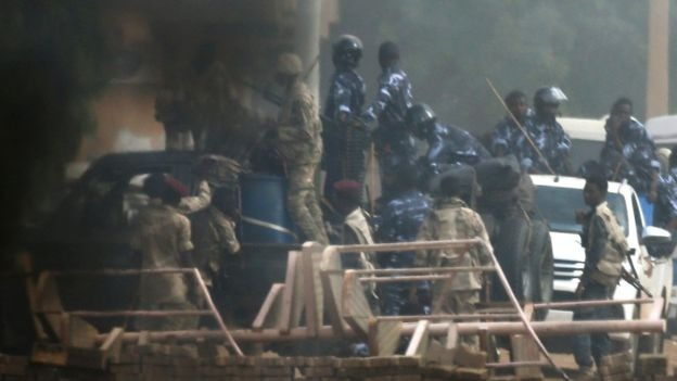 «أطباء السودان»: قوات الأمن تقتل معتصمي الخرطوم وتلقي الجثث في النيل