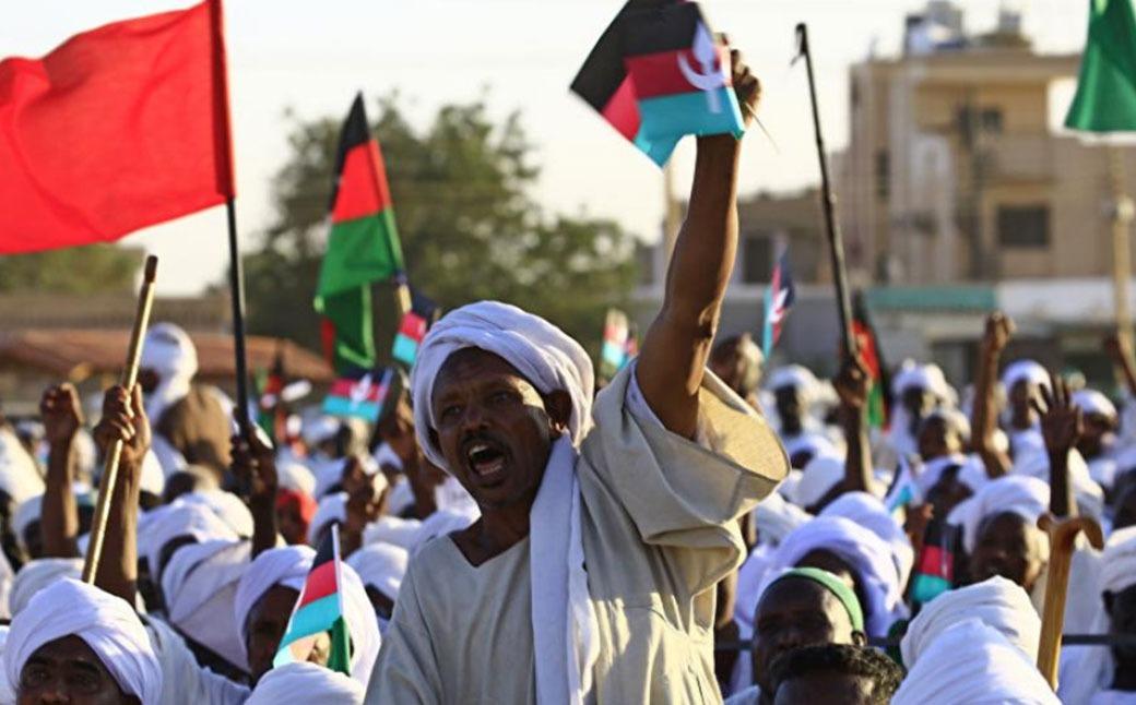 الجيش يعتقل عمر البشير ويتولي قيادة السودان فترة انتقالية لمدة عامين