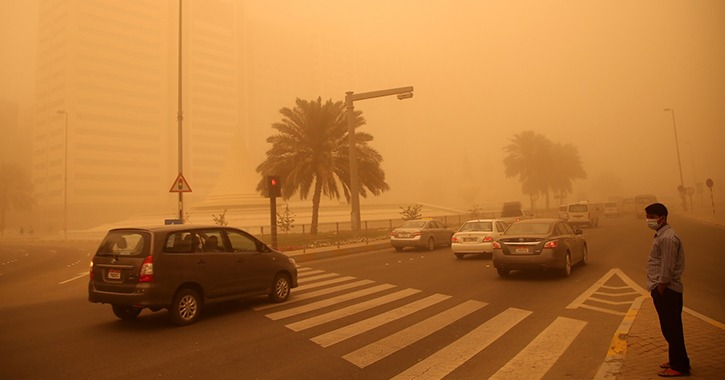 عاصفة ترابية تضرب مصر وإغلاق 3 طرق