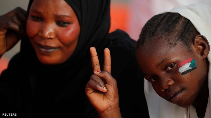 احتجاجات السودان.. العَلم على الوجوه وفي القلوب
