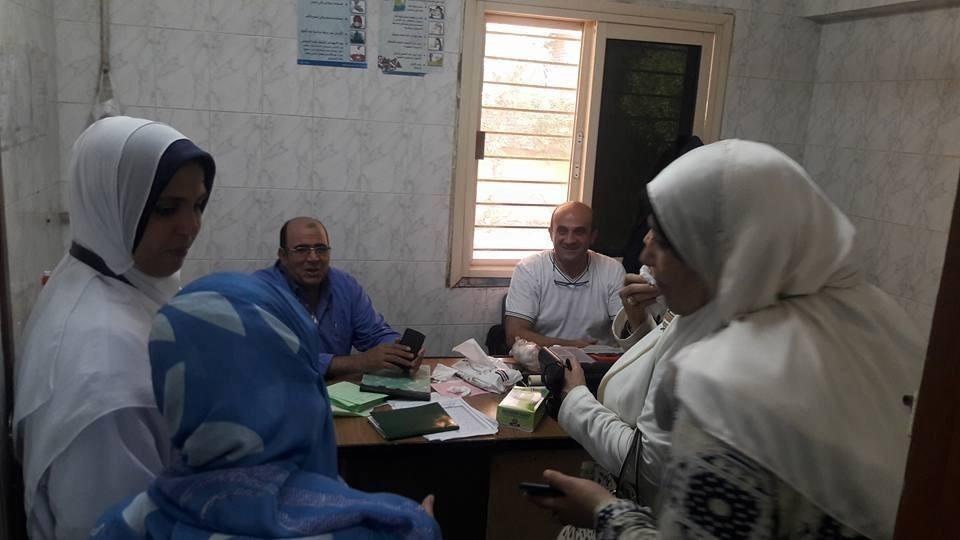 توزيع 350 شنطة غذائية والكشف على 1700 شخص في قافلة جامعة الأزهر بدمياط