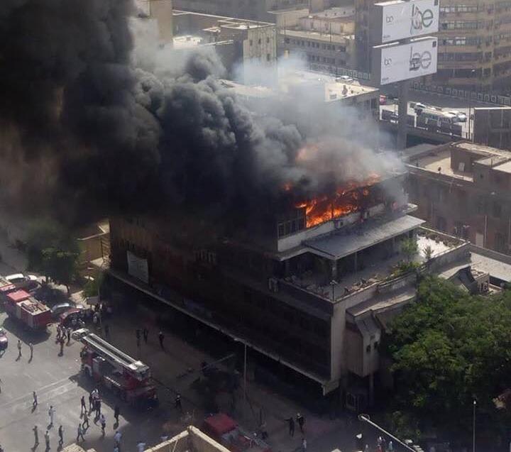 حريق ضخم يلتهم نقابة التجاريين والبنك الأهلي برمسيس (فيديو)