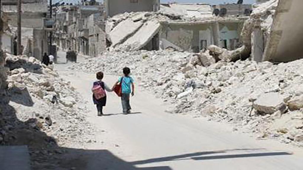فريق «القبعات البيضاء».. آثروا البقاء وساهموا في إنقاذ آلاف السوريين (فيديو)