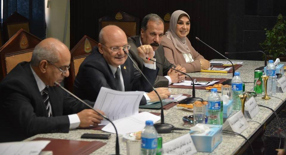 مراجعة الرسائل العلمية بمركز اللغة العربية شرط لمنح الدرجة العلمية في جامعة الزقازيق
