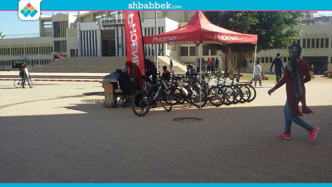 طلاب جامعة المنصورة يستعدون لانطلاق سباق الدراجات الأول