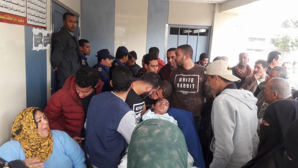 مشاجرة بـ«المطاوي» في جامعة المنيا وإصابة طالب بطعنات في بطنه «فيديو»