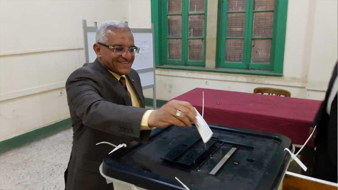 رئيس جامعة المنيا ينتخب في المدرسة الثانوية العسكرية