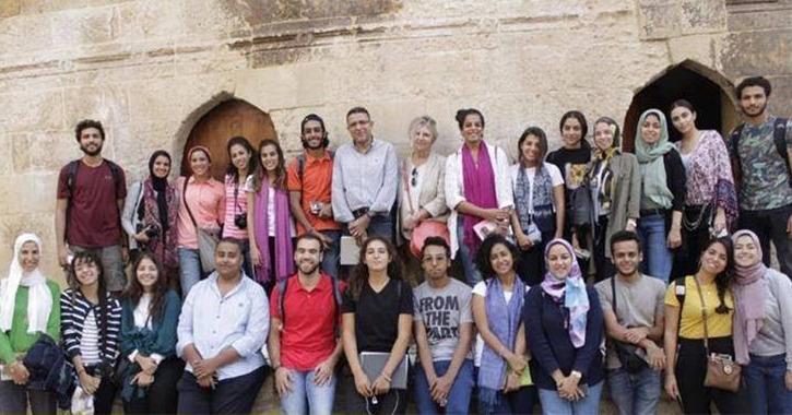 طلاب الجامعة الألمانية يشاركون في معرض «مقعد قايتباي بصحراء المماليك»