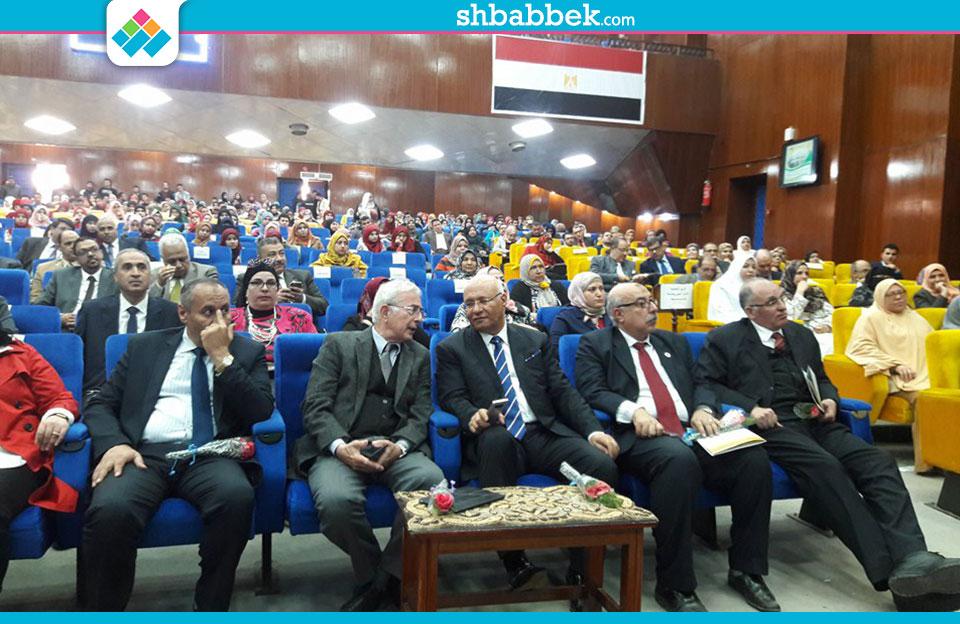 نائب رئيس جامعة بنها يستعرض إنجازات قطاع الدراسات العليا والبحوث