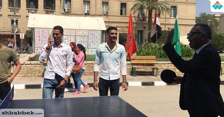 مستشار الأنشطة الطلابية يشارك طلاب «تجارة القاهرة» الألعاب الرياضية
