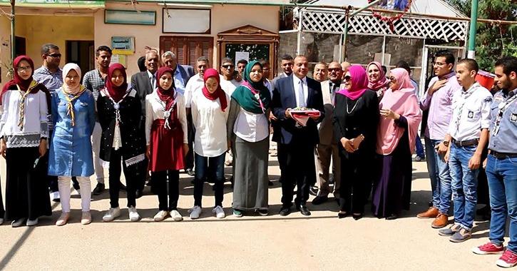 رئيس جامعة بني سويف يفتتح معارض فنية وخيرية في حفل استقبال طلاب كلية التربية