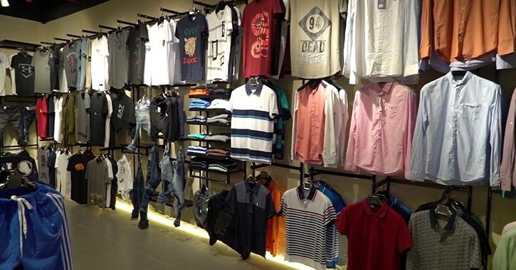 لطلاب جامعة أسيوط.. أشهر محلات الملابس والأحذية بأسعار على قد جيبك