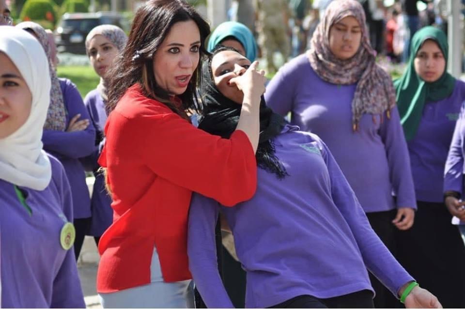 جامعة القاهرة تدرب الطالبات على الدفاع عن النفس
