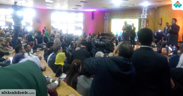 محمد صبحي يمازح طلاب جامعة المنصورة: «أبنائي أعزائي فلذات أكبادي»