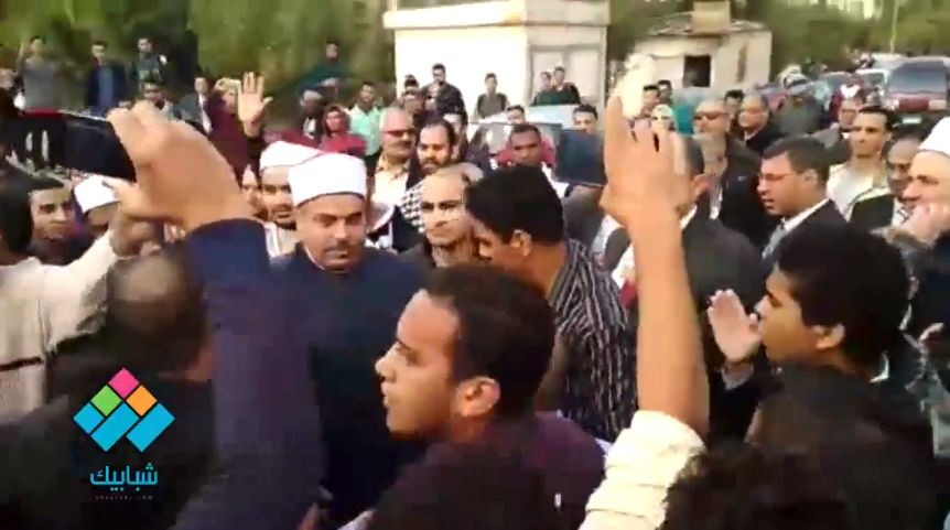 رئيس جامعة الأزهر يقود مسيرة طلابية تضامنا مع القدس
