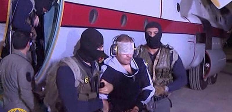 شاهد.. سر وضع قوات الأمن سماعات أذن للإرهابي هشام عشماوي