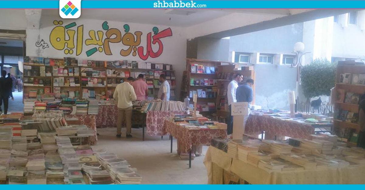 الأسعار تبدأ من 5 جنيهات.. تخفيضات بمعرض «علوم طنطا» للكتاب (صور)