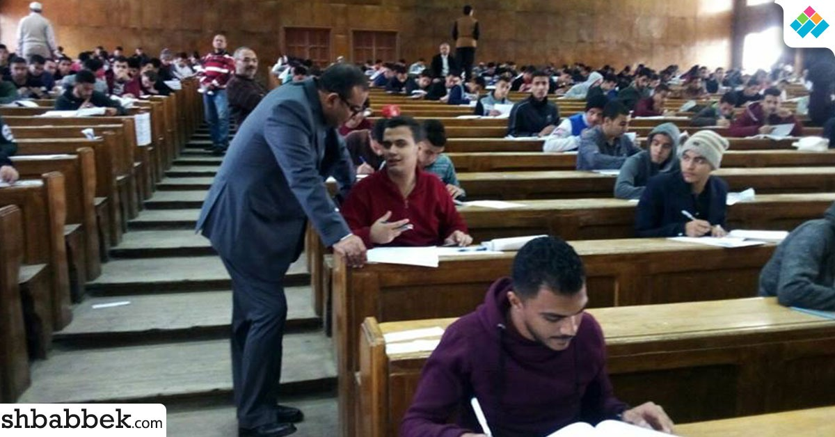 نائب رئيس جامعة بني سويف يتابع الامتحانات ويطالب بتوفير الراحة للطلاب