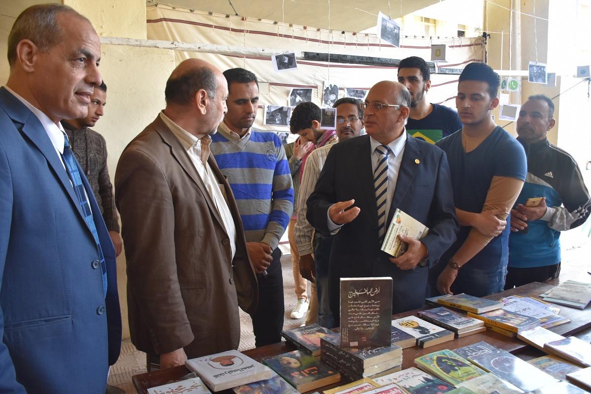عميد «بيطري السادات» في افتتاح معرض الكتاب: أنصح الطلاب بالمشاركة في الأنشطة