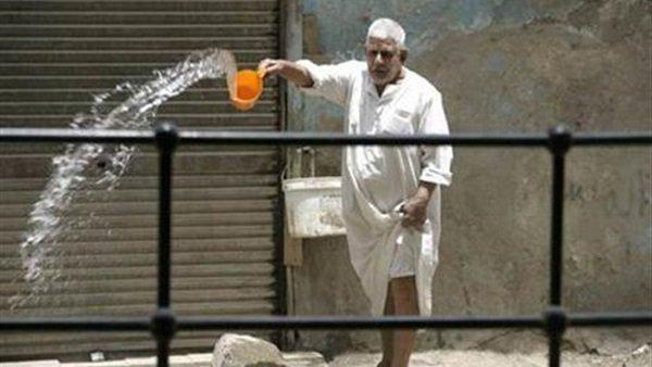 محافظة مصرية تفرض غرامة على رش المياه في الشوارع