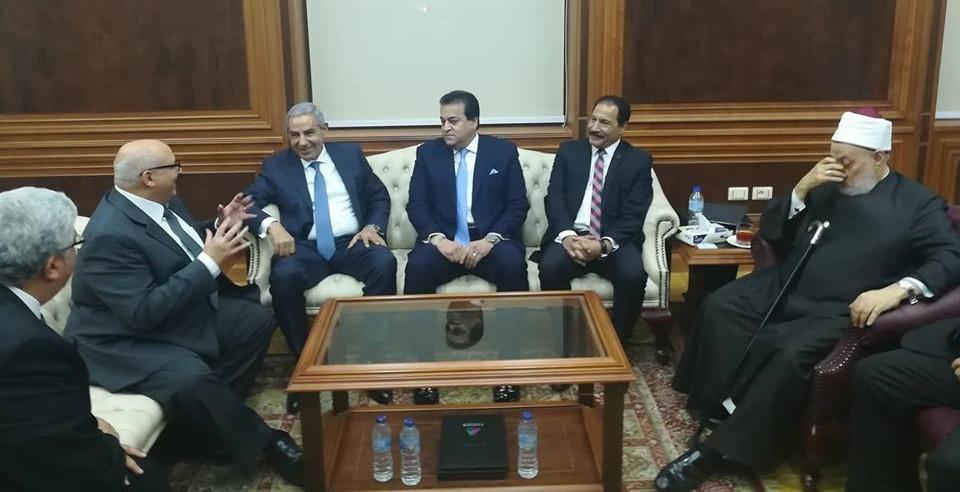 وزير التعليم العالي يشيد بمبادرة «اندماج» في هندسة عين شمس