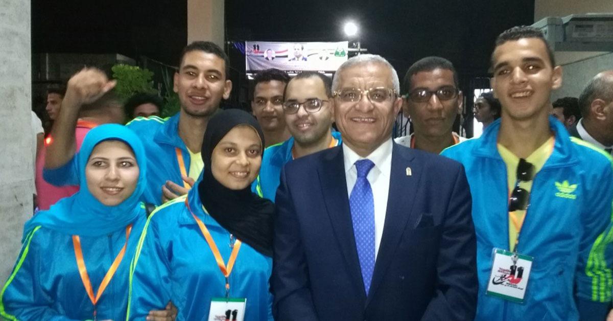 رئيس جامعة المنيا يتفقد بعثة الجامعة بأسبوع شباب الجامعات (صور)