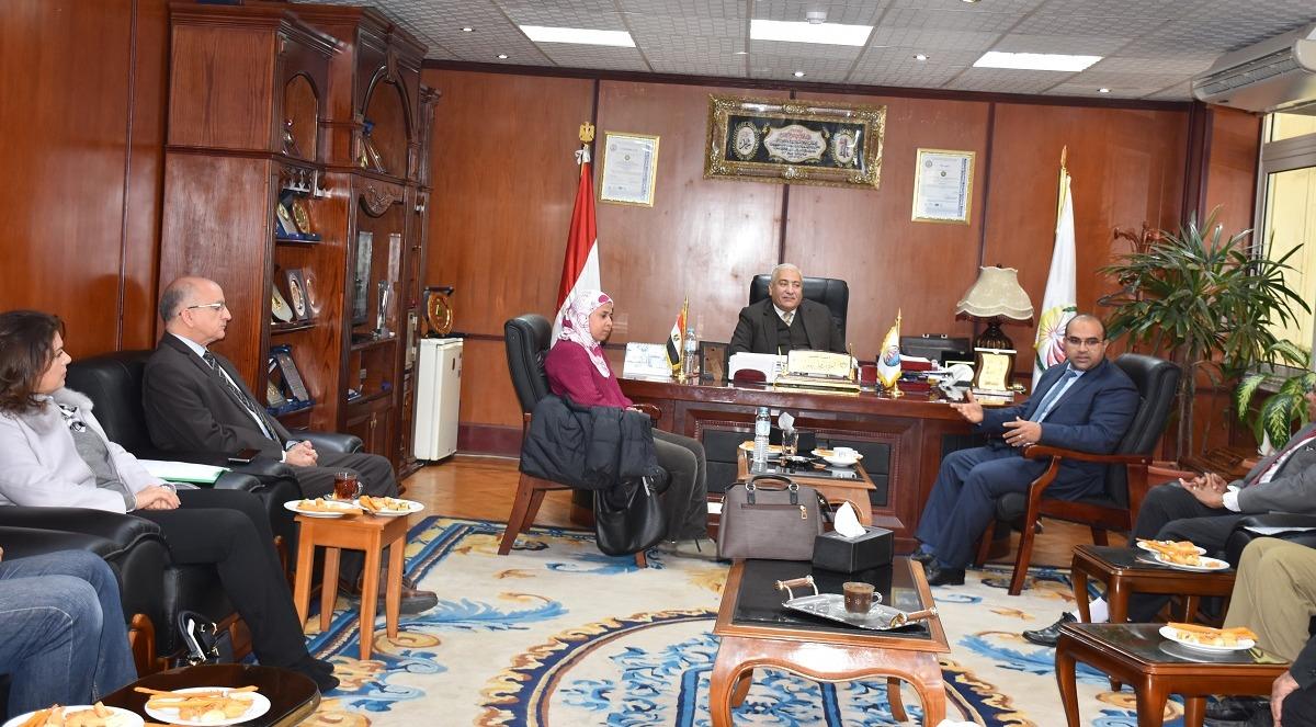 رئيس جامعة السادات يستقبل وفدا من وزارة البيئة (صور)