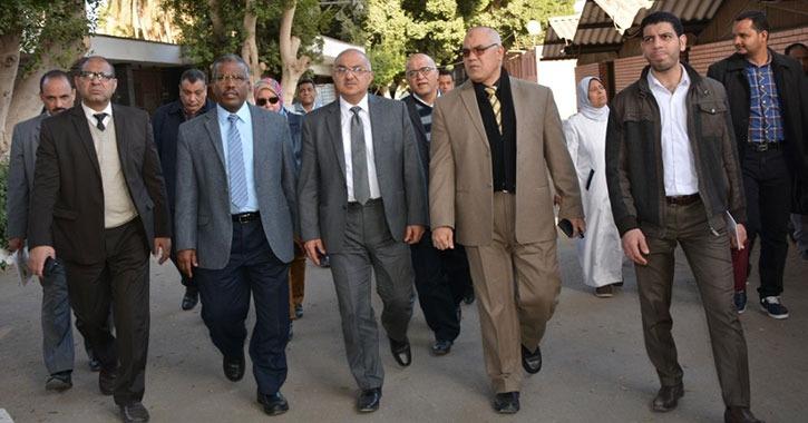 رئيس جامعة أسيوط يتفقد المستشفيات الجامعية (صور)