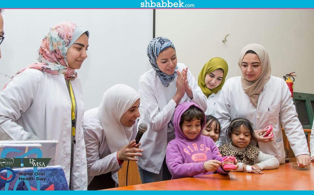 «لرسم البهجة».. جامعة «أكتوبر MSA» تزور مستشفى سرطان الأطفال والدمرداش (صور)