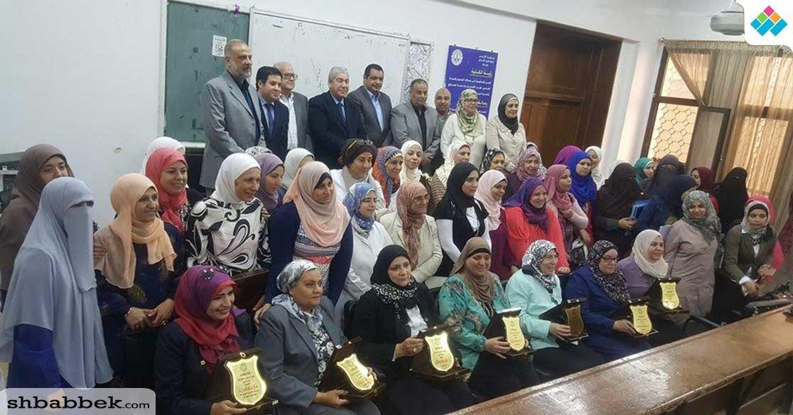 تكريم عدد من أعضاء هيئة التدريس في «أسنان بنات الأزهر»