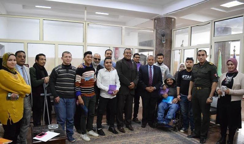 تسليم شهادات الإعفاء من التجنيد للطلاب ذوي الإعاقة بجامعة بني سويف