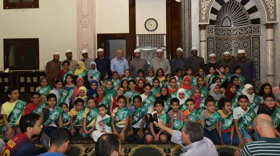 صور| تكريم حفظة القرآن الكريم بالرواق الأزهري في حدائق الأهرام