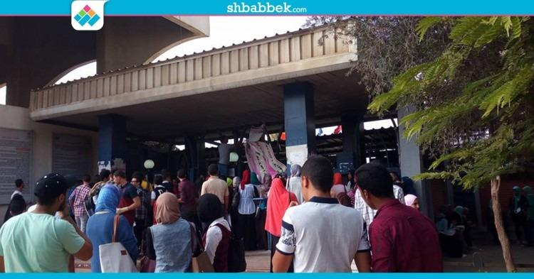 أمن حلوان يزيل لافتات الاتحاد لاستقبال الطلاب الجدد (صور)