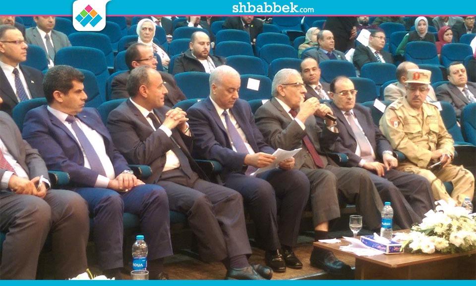 إبراهيم محلب يوجه طلاب جامعة الإسكندرية بالتبرع للمشاريع القومية