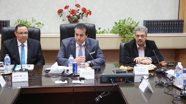 وزير التعليم العالي يحضر اجتماع مجلس إدارة المركز القومي للبحوث